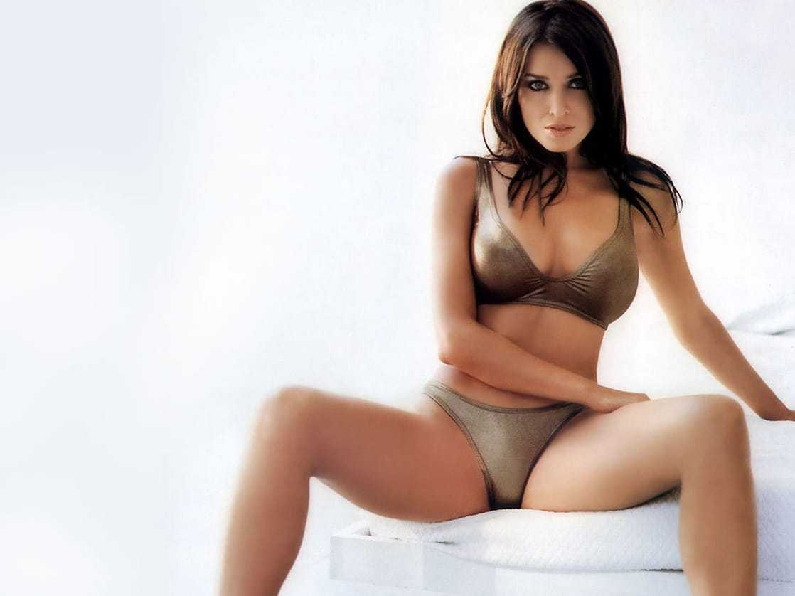 Dannii Minogue hot bikini pics