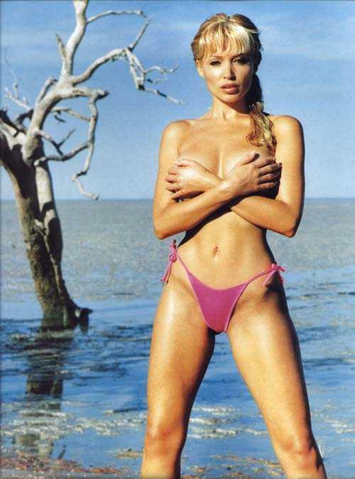 Dannii Minogue near nude pics