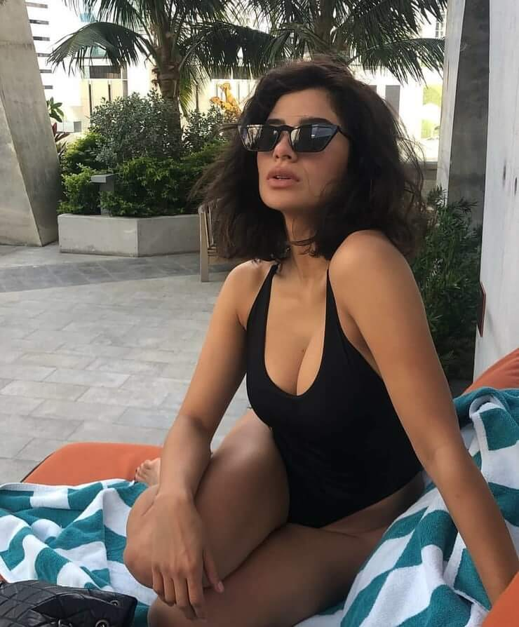 Diane Guerrero cleavage pics