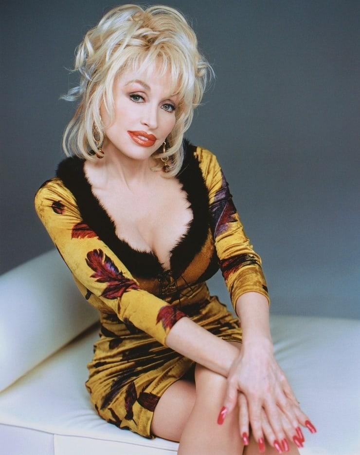 Dolly Parton hot look pic