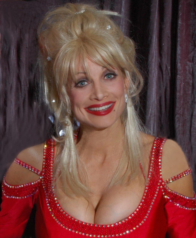 Dolly Parton hot