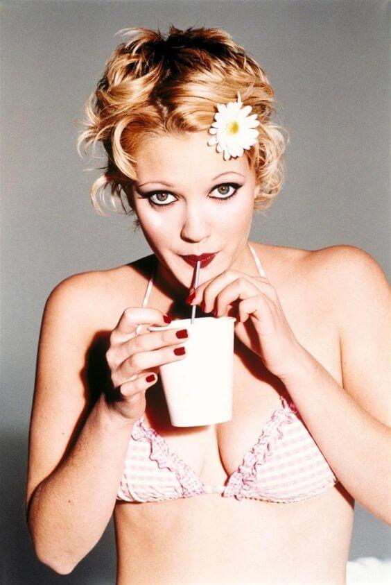 Drew Barrymore sexy look pics