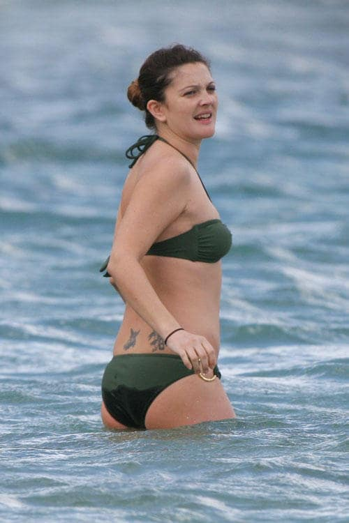 Drew Barrymore sexy side boobs pics