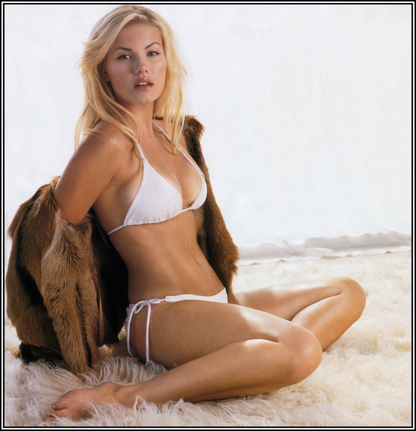 Elisha Cuthbert sexy bikini pic (2)