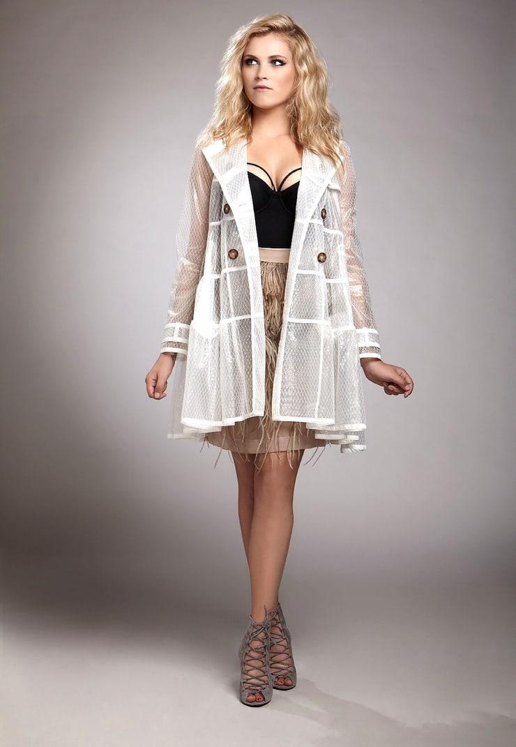Eliza Taylor hot look (2)