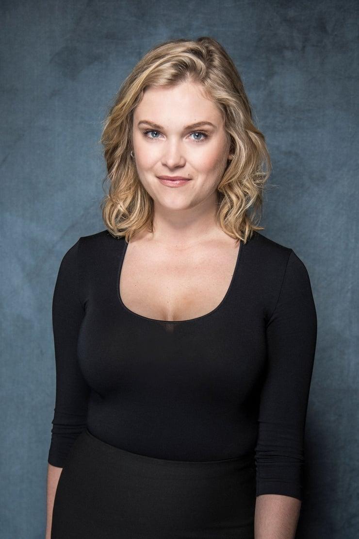 Eliza Taylor hot look