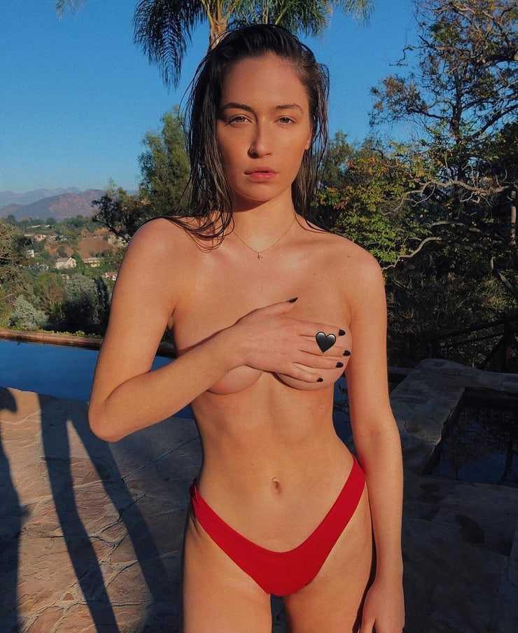 Elsie Hewitt near nude pics