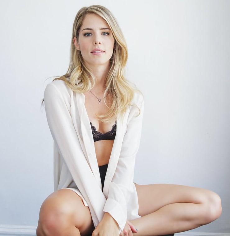 Emily Bett Rickards hot look pic