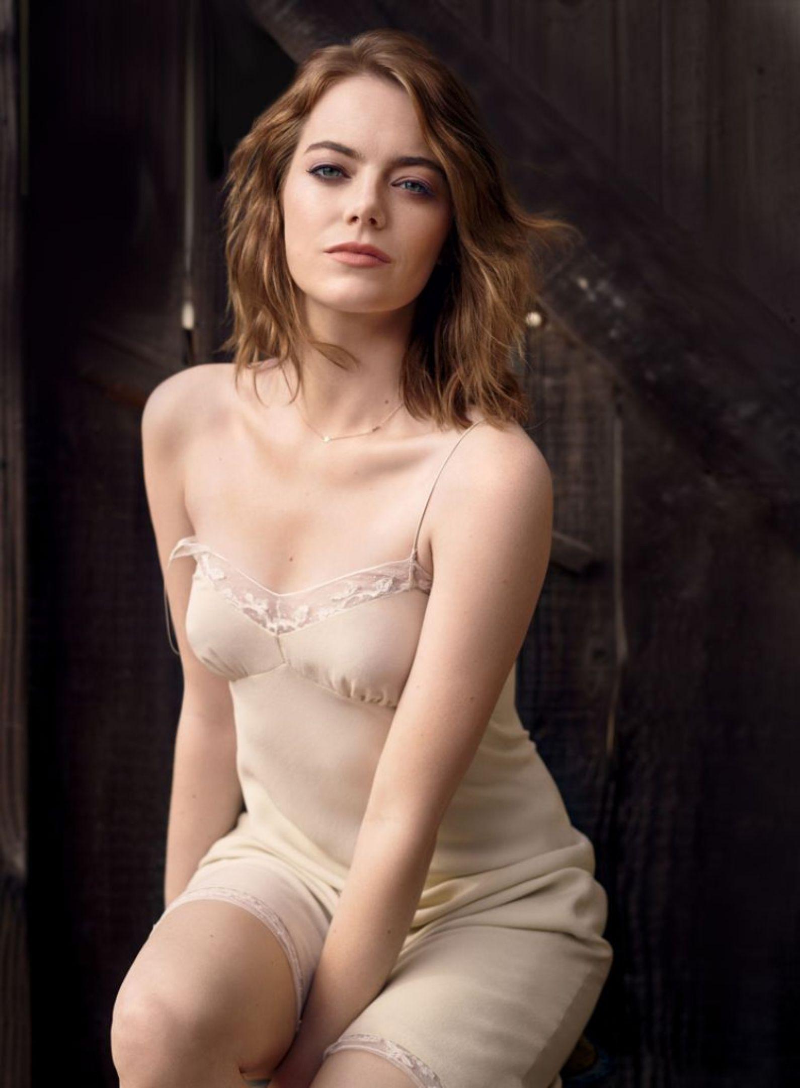 Emma Stone sexy look