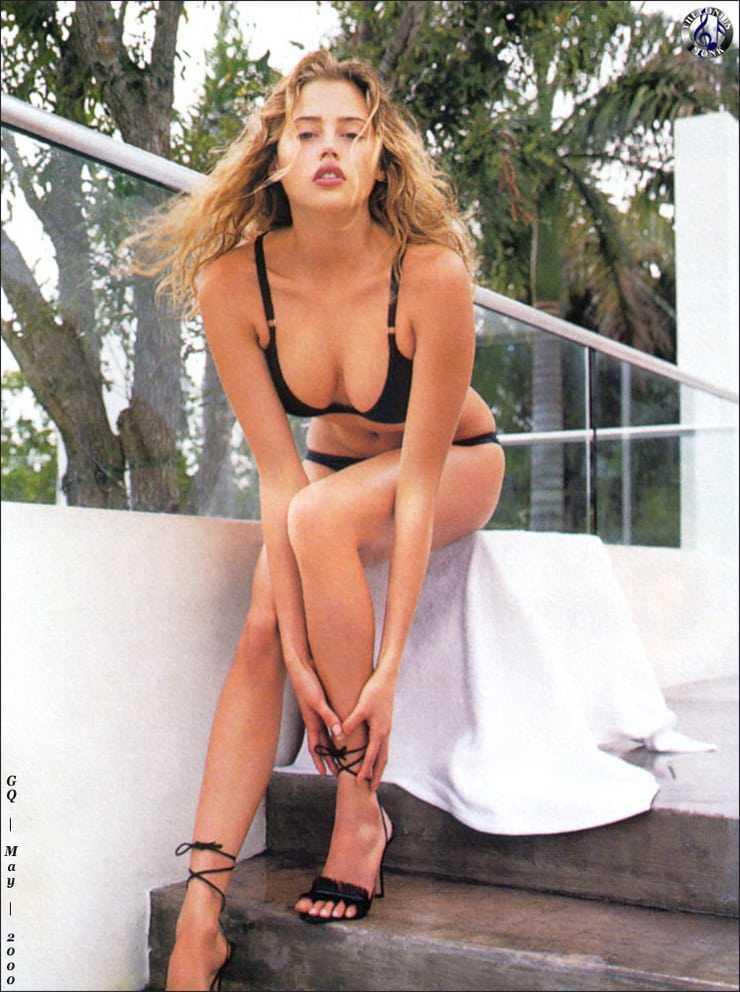 Estella Warren boobs pics