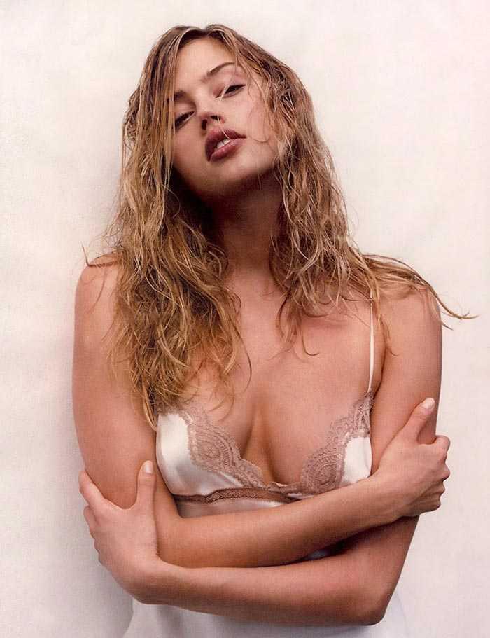 Estella Warren cleavage pics