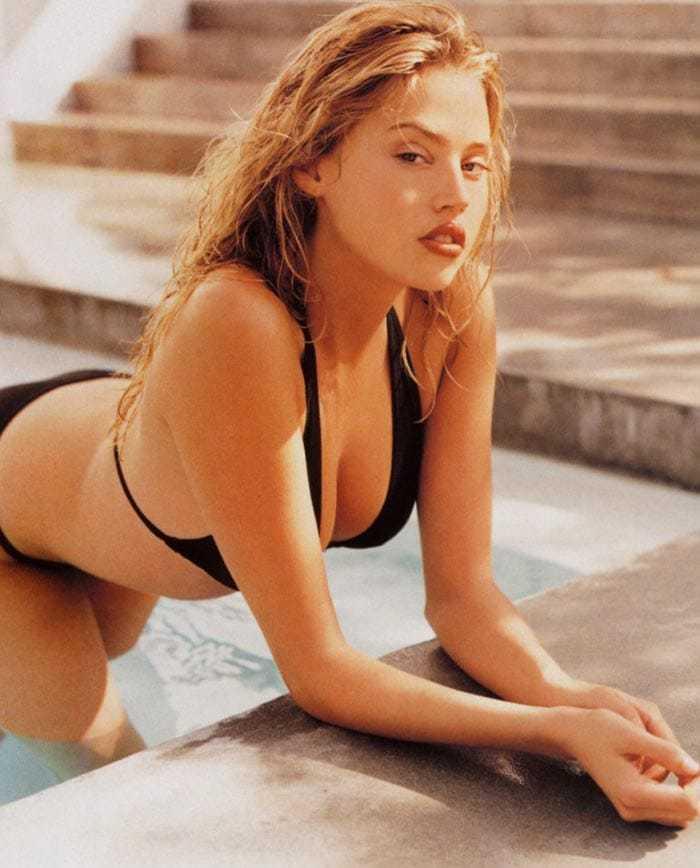 Estella Warren hot cleavage pics