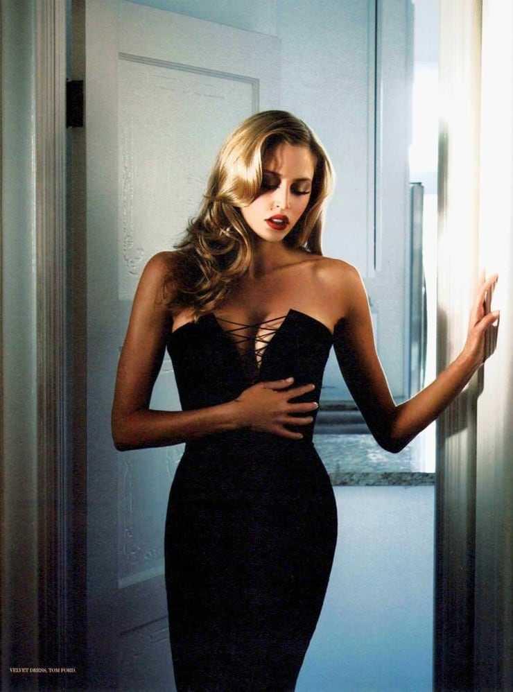Estella Warren hot pics