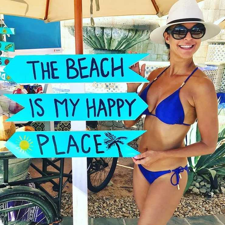 Eva LaRue hot bikini pics (2)