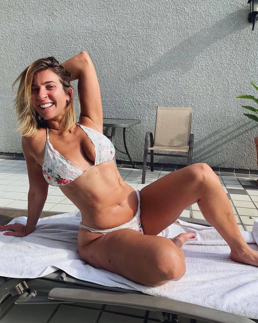 Gabbie Hanna sexy legs (1)
