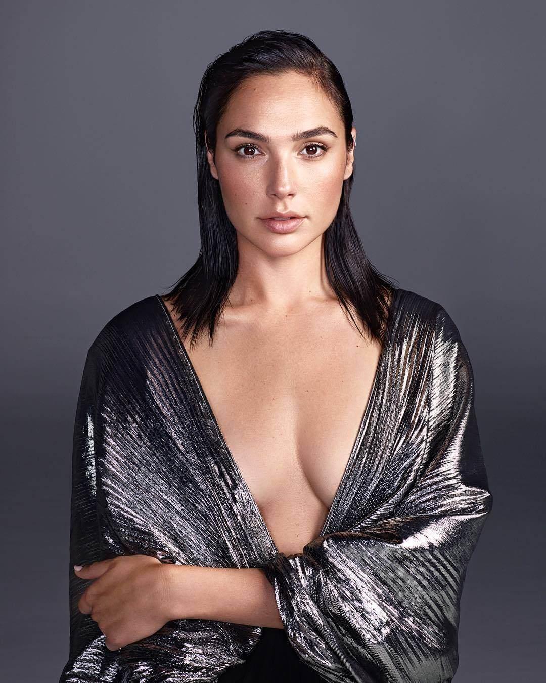 Gal Gadot sexy pic