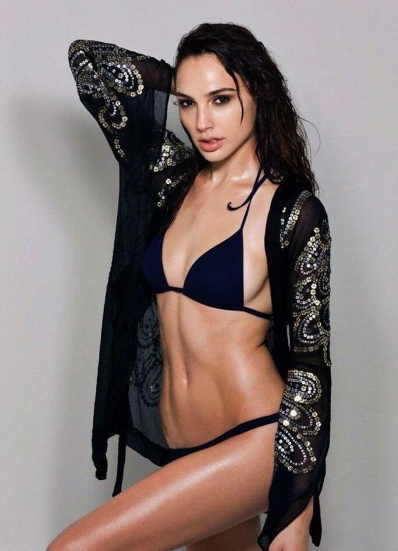Gal Gadot sexy pics