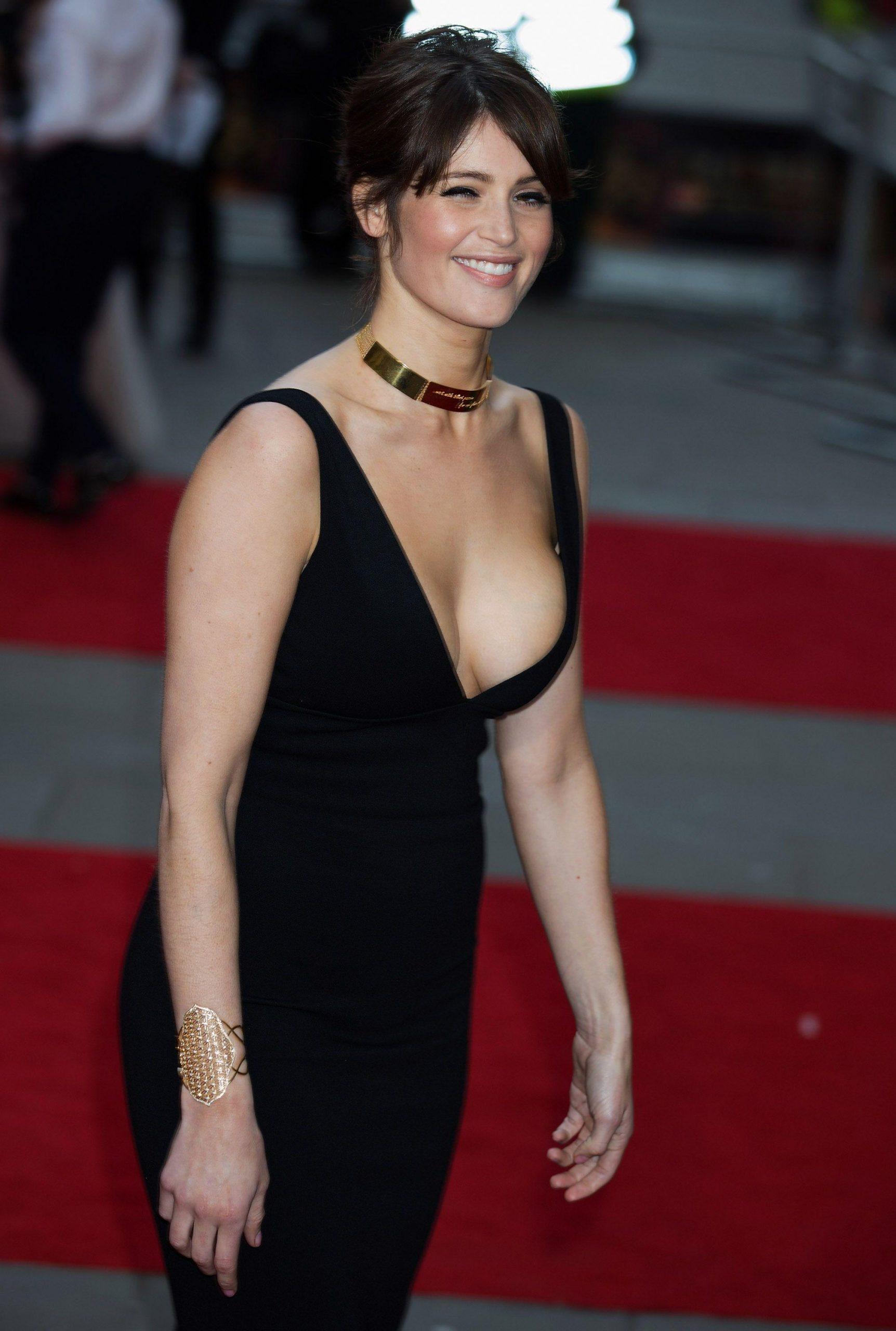 Gemma Arterton hot look pics