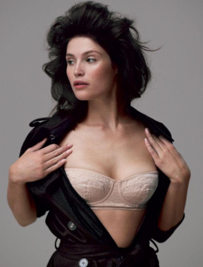 Gemma Arterton sexy bikini pics