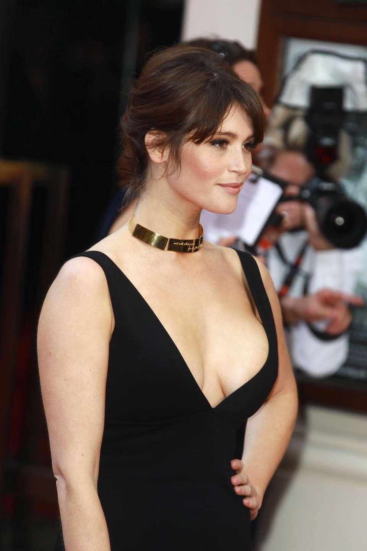 Gemma Arterton sexy side boobs pics