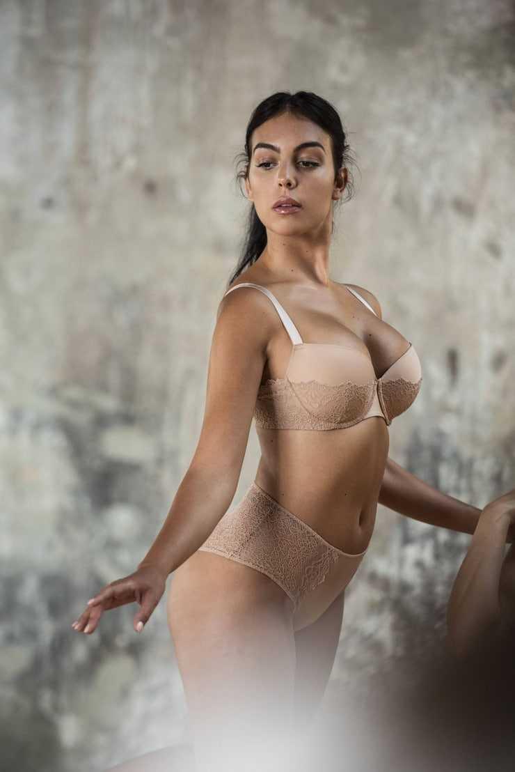 Georgina Rodriguez hot bikini pic