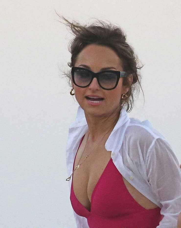 Giada De Laurentiis sexy side boobs pics