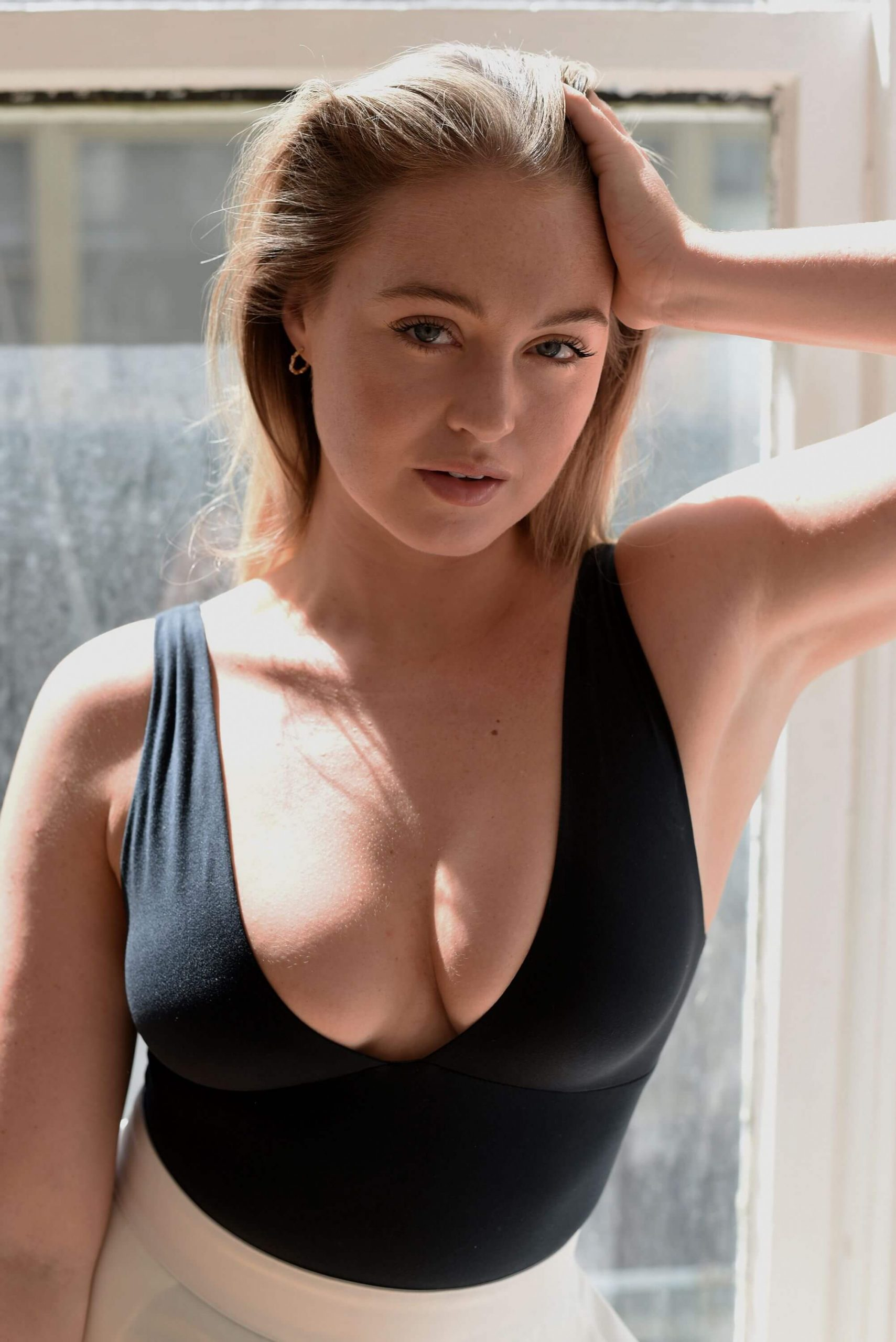 Iskra Lawrence hot cleavage