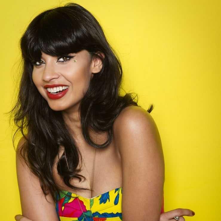 Jameela Jamil cleavage pictures