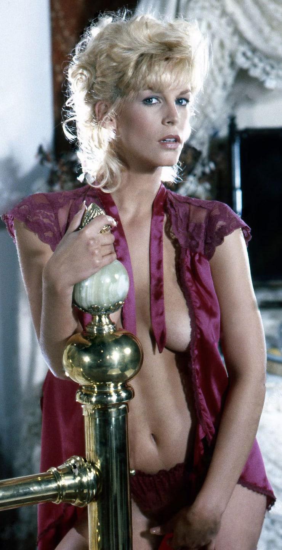 Jamie Lee Curtis hot cleavage pics