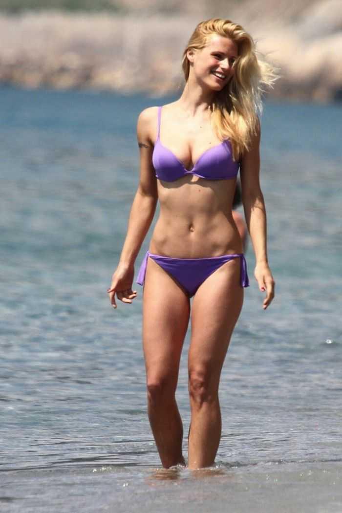 January Jones hot bikini pics