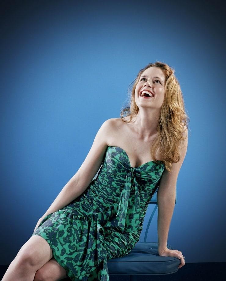 Jenna Fischer hot look