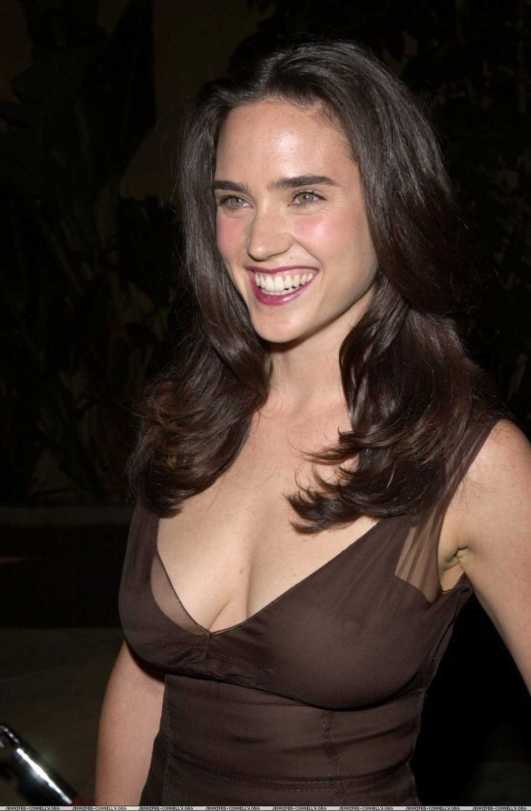 Jennifer Connelly sexy side boobs pics