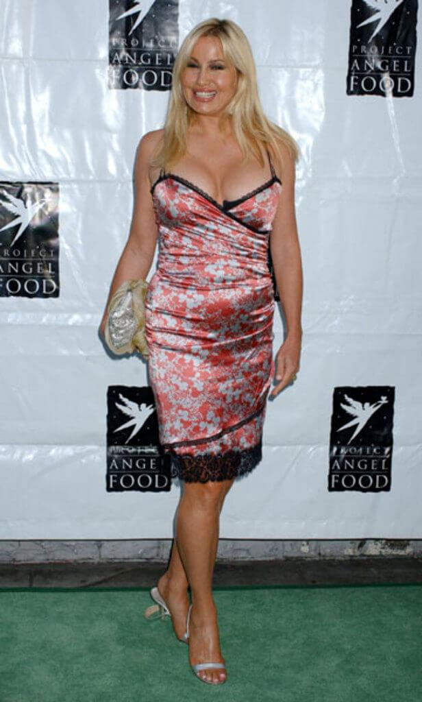 Jennifer Coolidge busty pictures