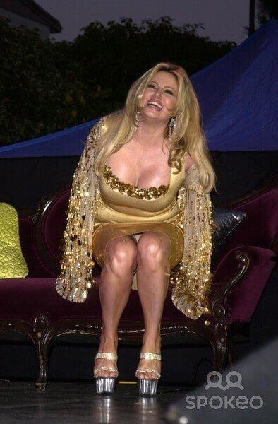 Jennifer Coolidge sexy cleavage pics