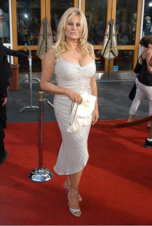 Jennifer Coolidge sexy look pictures