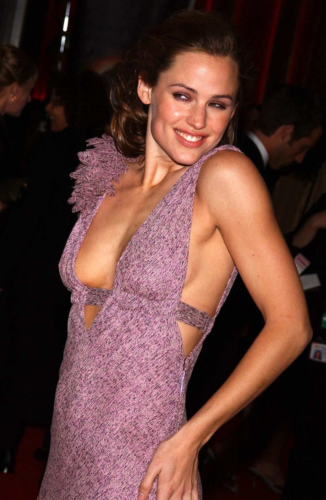 Jennifer Garner sexy side boobs pics