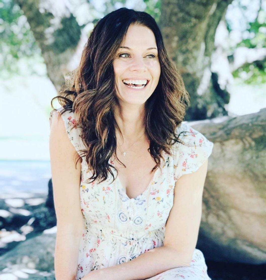 Jennifer Taylor smile pics