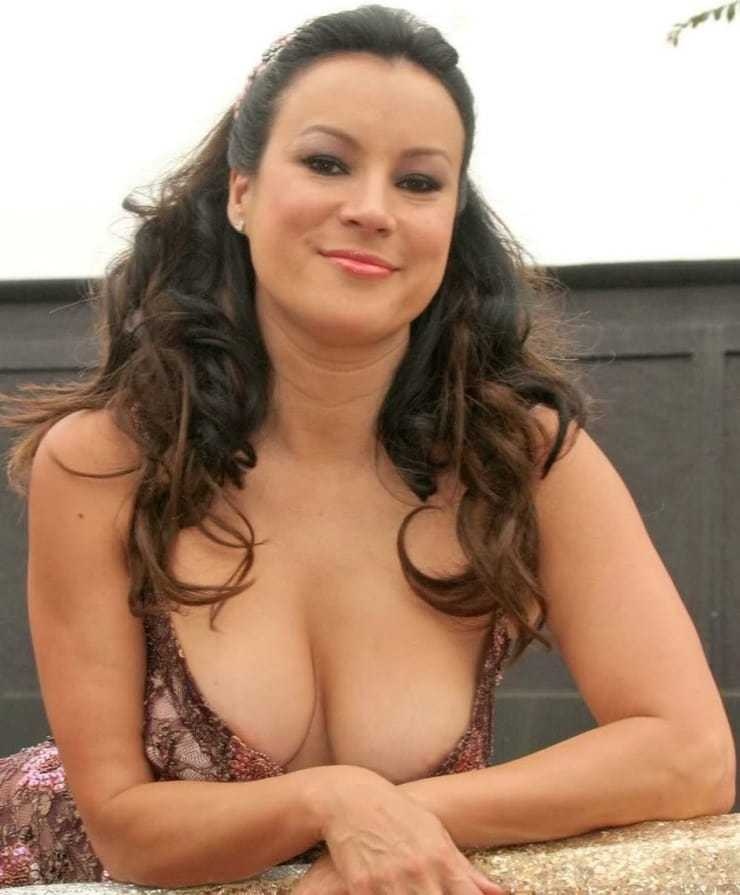 Jennifer Tilly hot cleavage pics