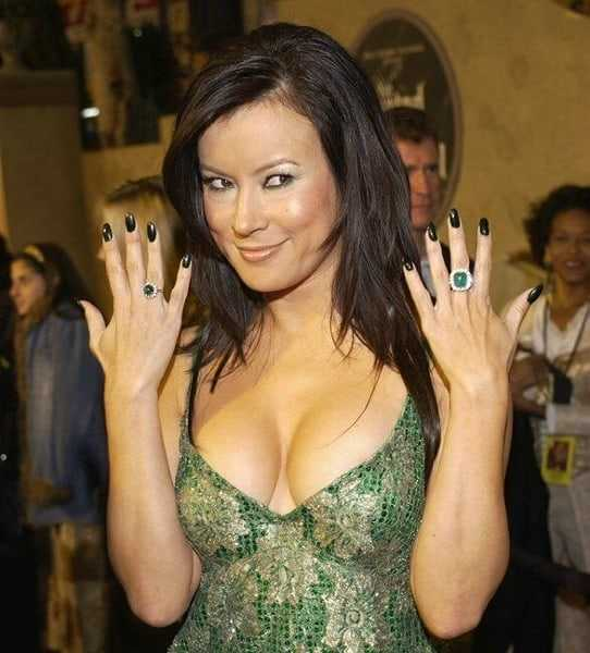 Jennifer Tilly sexy cleavage pics