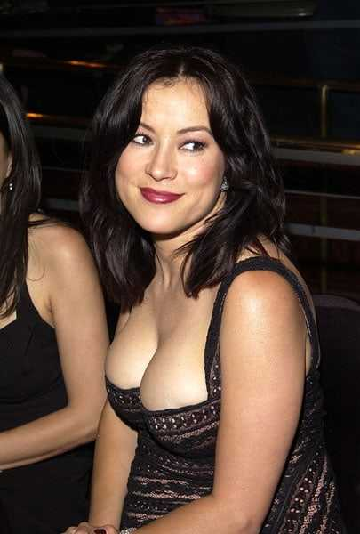 Jennifer Tilly sexy side boobs pics
