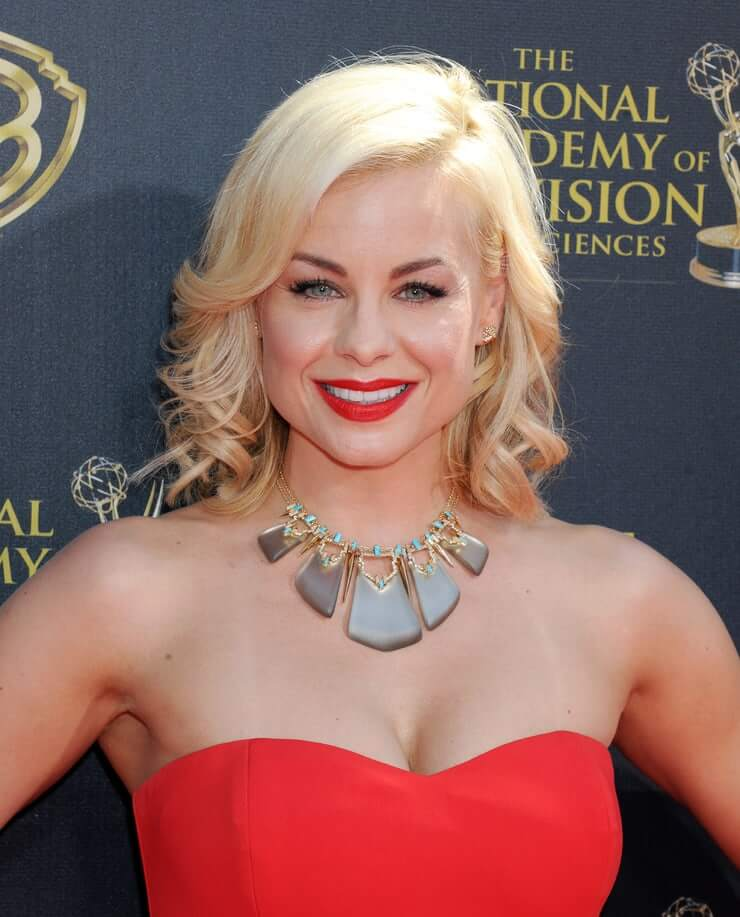 Jessica Collins cleavage pictures