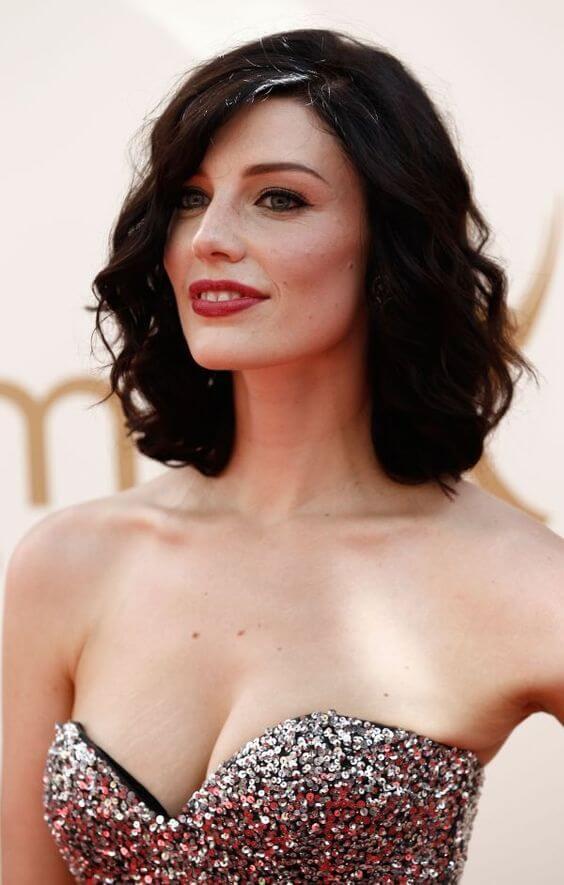 Jessica Paré cleavage pics