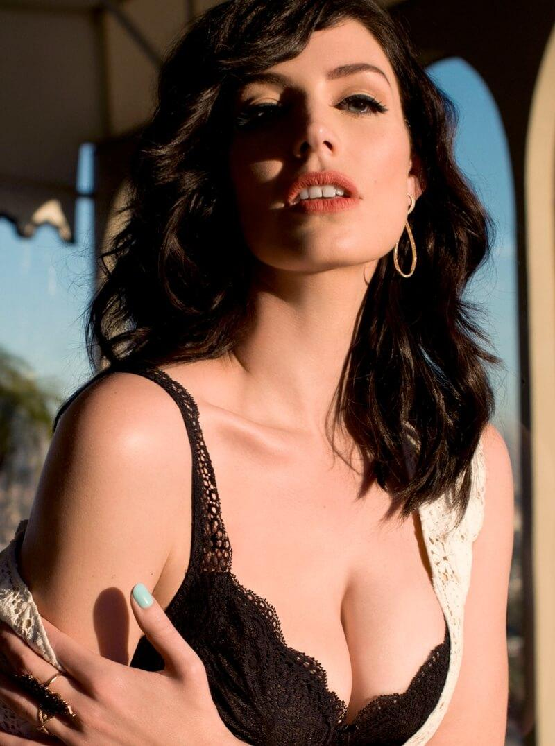 Jessica Paré sexy cleavage pic