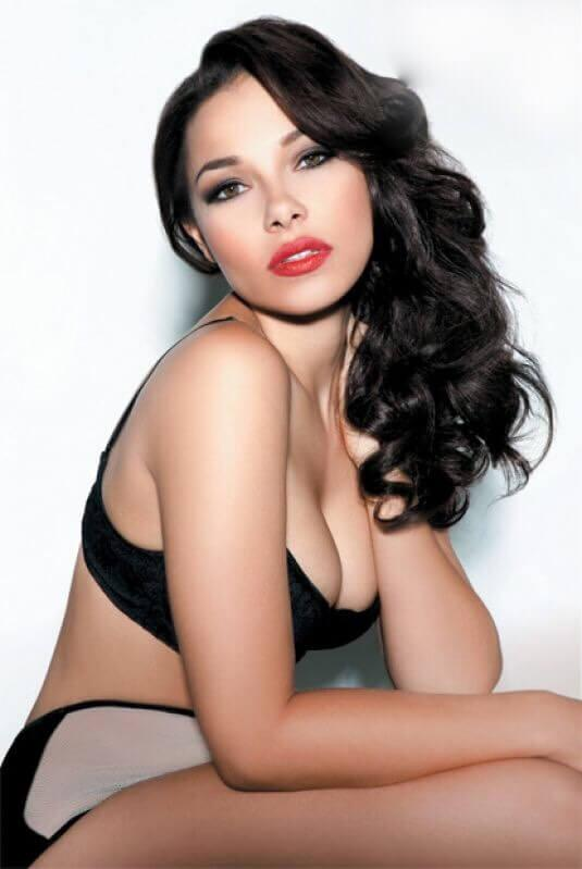 Jessica Parker Kennedy sexy pictures