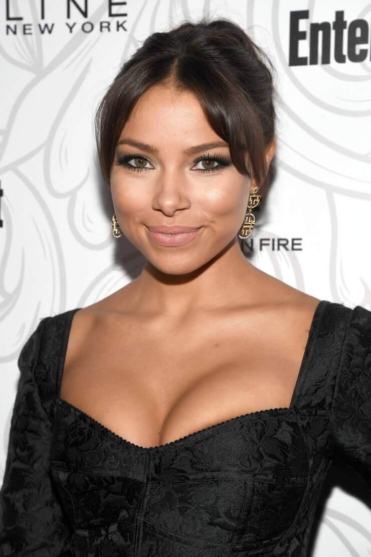 Jessica Parker Kennedy tits pictures