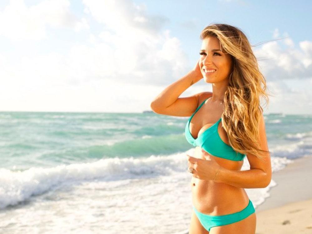 Jessie James Decker sexy side boobs pics