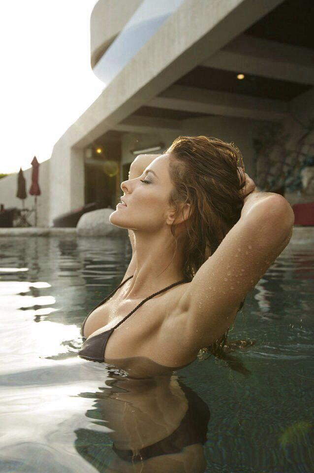 Jill Wagner big boobs pics