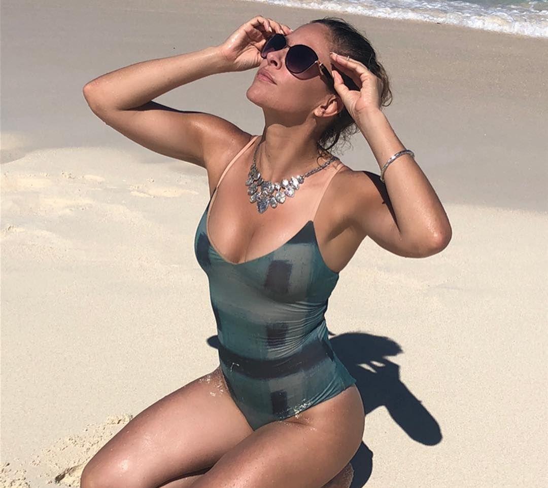 Jill Wagner big busty pics