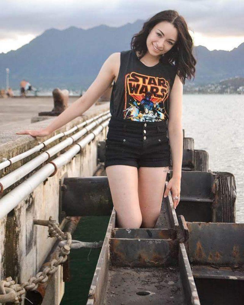 Jodelle Ferland hot look pics