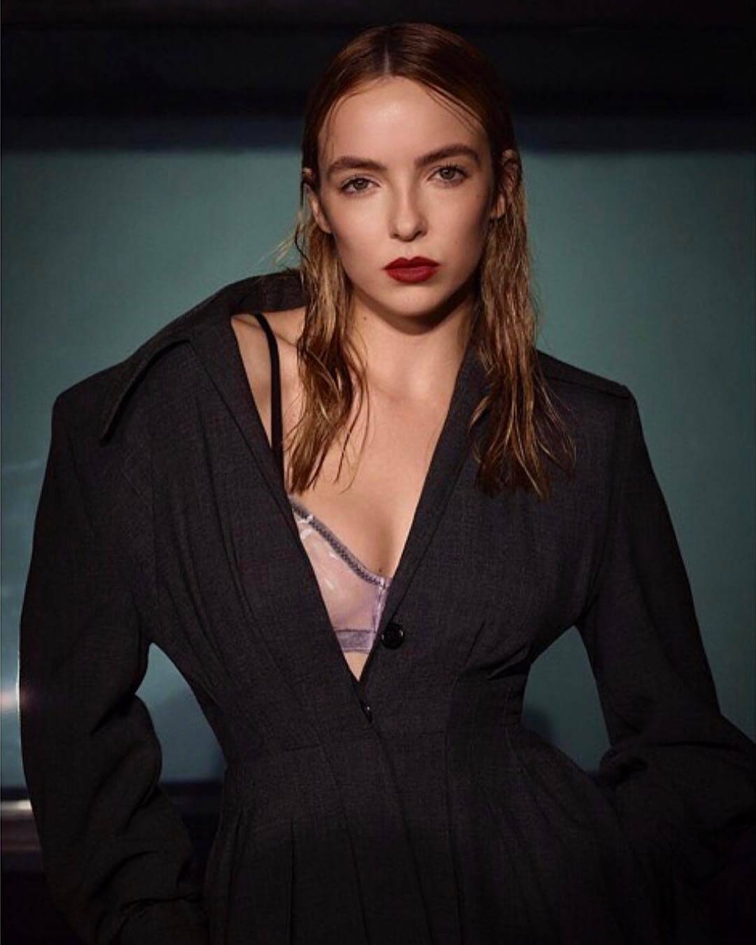 Jodie Comer hot cleavage pictures
